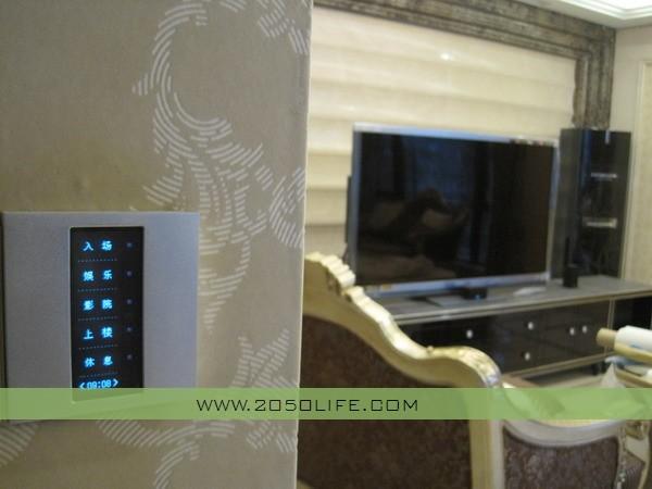 安装在客厅及楼道口的液晶智能触摸面板