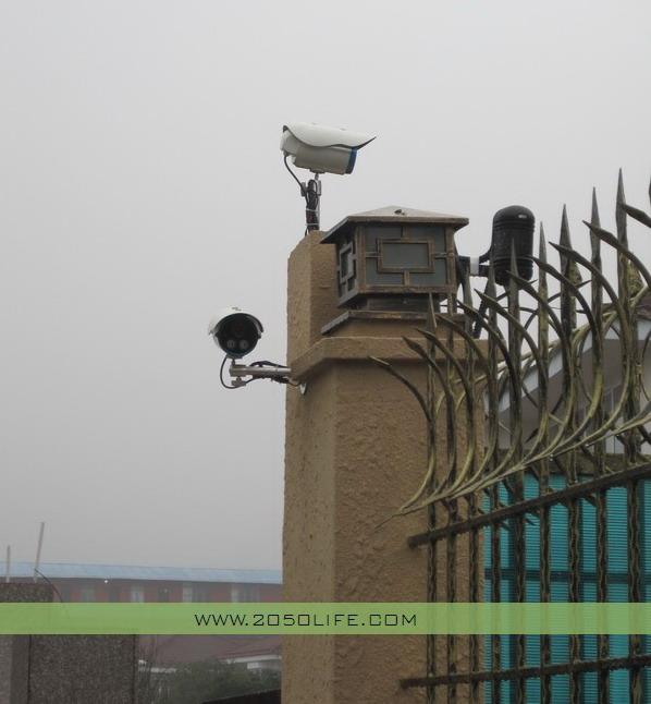 别墅围墙转角2对650线高清摄像机及红外对射(沿围墙两边)